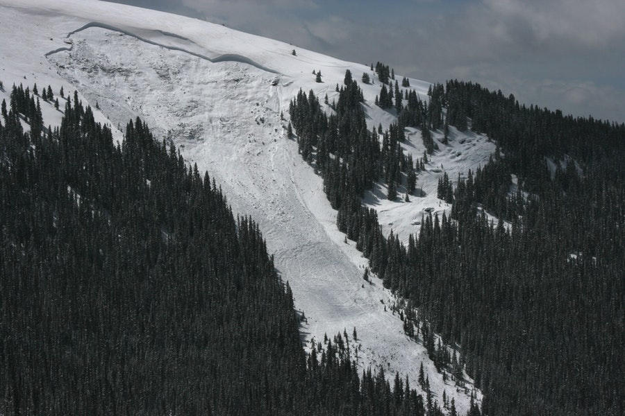 <b>Figure 8:</b> View of the avalanche on the north side of Ptarmigan Hill. Image courtesy of Dale Atkins. (<a href=javascript:void(0); onClick=win=window.open('https://caic-production.imgix.net/042kmnacxpvmsuwj8xxa8a5mmf6w?ixlib=php-3.1.0&s=09a3d6b7de259f156910d8aff50cc028','caic_media','resizable=1,height=820,width=840,scrollbars=yes');win.focus();return false;>see full sized image</a>)