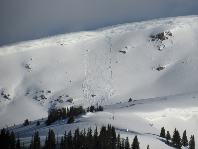 <b>Figure 6:</b> Small wind slab avalanche near Independence Pass on a southeast-facing slope. (<a href=javascript:void(0); onClick=win=window.open('https://caic-production.imgix.net/04qhomh4m5hrquueumk8scrv9qns?ixlib=php-3.1.0&s=a5d3fd2169a40fbcabf48c5282487fc3','caic_media','resizable=1,height=820,width=840,scrollbars=yes');win.focus();return false;>see full sized image</a>)