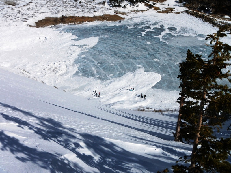 <b>Figure 8:</b> Avalanche debris flow patterns onto St Marys Lake. People in the picture were hikers out over the weekend. (<a href=javascript:void(0); onClick=win=window.open('https://caic-production.imgix.net/0cs6bbgienmekyjce3tj2t6y9rya?ixlib=php-3.1.0&s=9a385f1e0fd656b8e5f1485e251faa00','caic_media','resizable=1,height=820,width=840,scrollbars=yes');win.focus();return false;>see full sized image</a>)