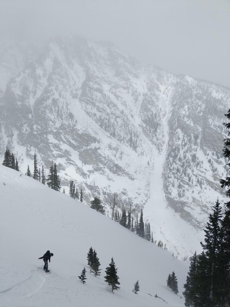 <b>Figure 3:</b> Matthew Brien beginning to descend just prior to the avalanche. Photo used with permission. (<a href=javascript:void(0); onClick=win=window.open('https://caic-production.imgix.net/0pr5w729m9xfb1xj3w7p3yyz3dnd?ixlib=php-3.1.0&s=40fcc4d72105b6d94548a54ed9d87bac','caic_media','resizable=1,height=820,width=840,scrollbars=yes');win.focus();return false;>see full sized image</a>)