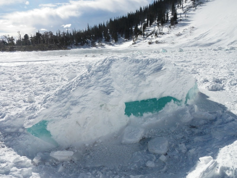 <b>Figure 3:</b> Blocks of ice in the avalanche debris. (<a href=javascript:void(0); onClick=win=window.open('https://caic-production.imgix.net/0xixlgp6nyyk2ps8zhft1f8cmuqi?ixlib=php-3.1.0&s=a5e10b219b3746f96fd10009336e3e31','caic_media','resizable=1,height=820,width=840,scrollbars=yes');win.focus();return false;>see full sized image</a>)