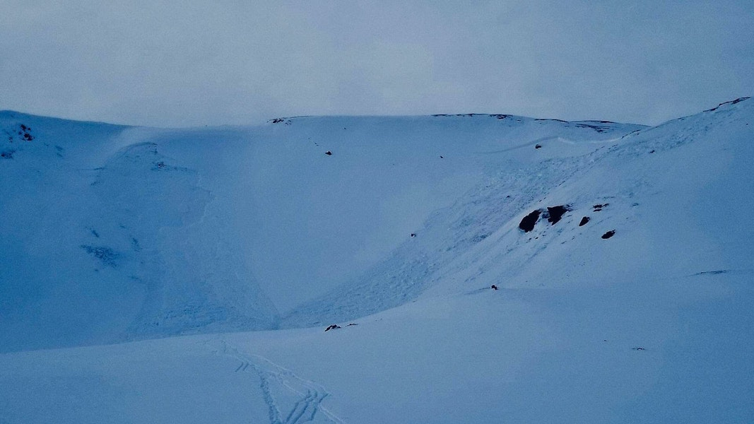 <b>Figure 1:</b> Image of the accident site taken by the group as they left the accident site on the evening of January 5, 2019. The initial avalanche is on the right and the second, remotely triggered avalanche, on the left. (<a href=javascript:void(0); onClick=win=window.open('https://caic-production.imgix.net/18bkpj06sj5d6jrpe3lls4guaga9?ixlib=php-3.1.0&s=9d8252d9e3aea42f64014899f16acd54','caic_media','resizable=1,height=820,width=840,scrollbars=yes');win.focus();return false;>see full sized image</a>)