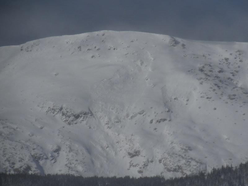 <b>Figure 2:</b> Recent avalanche on an east-facing slope northeast of Homestake Peak. Photo 12/16/19 (<a href=javascript:void(0); onClick=win=window.open('https://caic-production.imgix.net/1foxxgbwdfq3tglqlhud8icmf6ls?ixlib=php-3.1.0&s=4c76f3e29a29125e807700c3accf4e86','caic_media','resizable=1,height=820,width=840,scrollbars=yes');win.focus();return false;>see full sized image</a>)