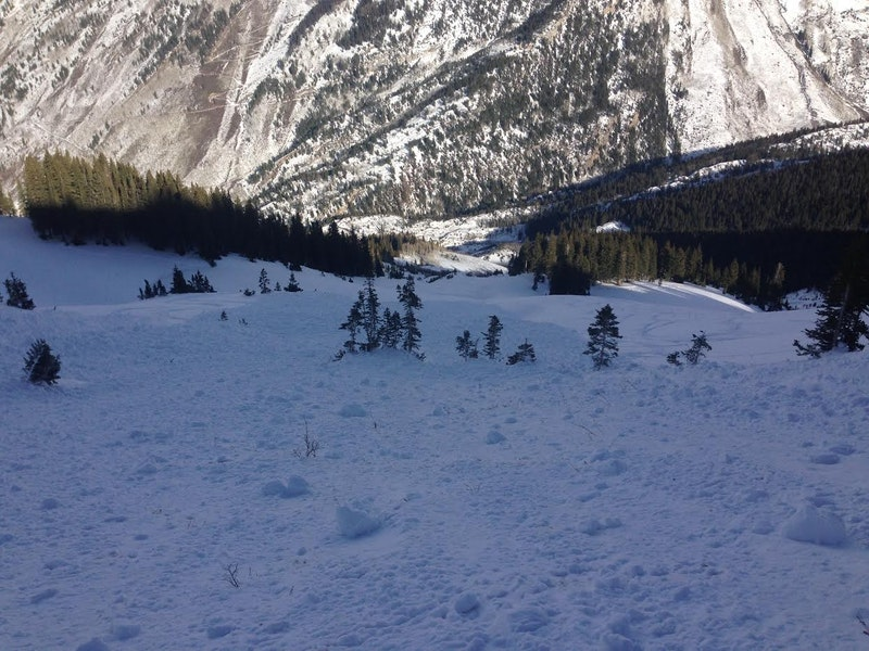 <b>Figure 3:</b> Debris from skier-triggered Persistent Slab avalanche in Marble Bowl, 11/28/14. (<a href=javascript:void(0); onClick=win=window.open('https://caic-production.imgix.net/34nzmeees77potv2djpdmqjg3enx?ixlib=php-3.1.0&s=bf4dc6c44826fbcd5206b5265039a6ff','caic_media','resizable=1,height=820,width=840,scrollbars=yes');win.focus();return false;>see full sized image</a>)