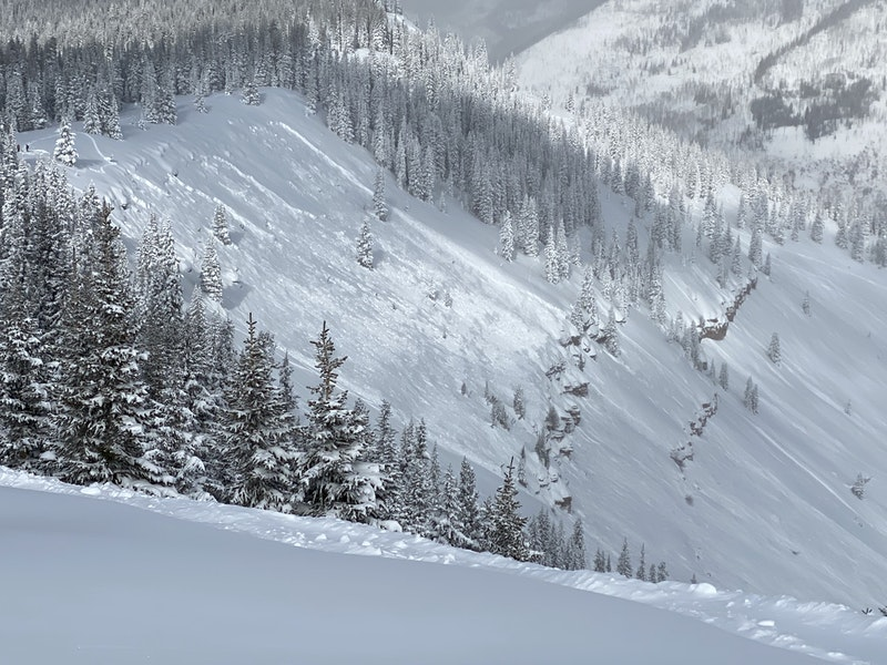 <b>Figure 2:</b> Looking across the starting zone of the fatal avalanche. Image courtesy Vail Ski Patrol (<a href=javascript:void(0); onClick=win=window.open('https://caic-production.imgix.net/4c5sovvc2x9w7glv4wvgfjwja904?ixlib=php-3.1.0&s=a71de287fbf757020dc3647ce8d60319','caic_media','resizable=1,height=820,width=840,scrollbars=yes');win.focus();return false;>see full sized image</a>)