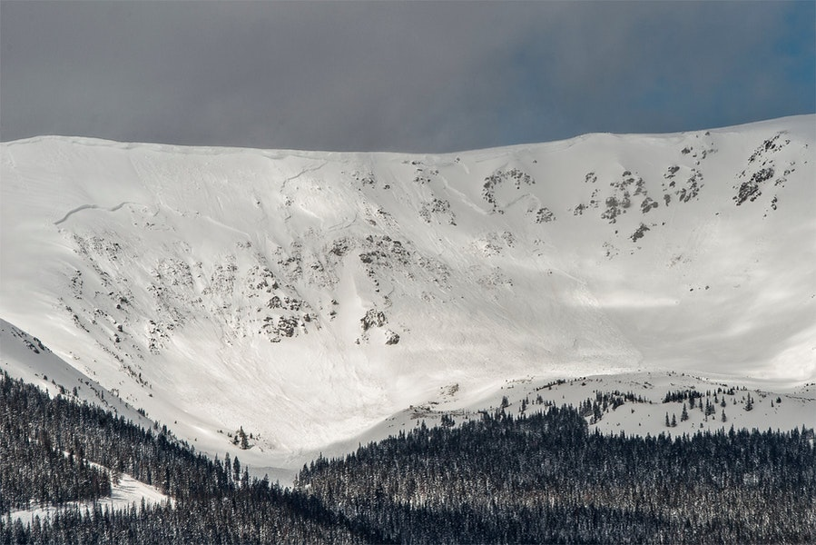 <b>Figure 1:</b> Carl Scofield Photo. In this photo are two avalanches north of the Breckenridge ski area. The one on the left was triggered by explosives on March 4th. The one on the right naturally released either overnight on March 4th or the morning of March 5th. (<a href=javascript:void(0); onClick=win=window.open('https://caic-production.imgix.net/4ps6r4hygzpxk9luzadriukdiems?ixlib=php-3.1.0&s=97314b3647b6becd2e748410731d9e2d','caic_media','resizable=1,height=820,width=840,scrollbars=yes');win.focus();return false;>see full sized image</a>)