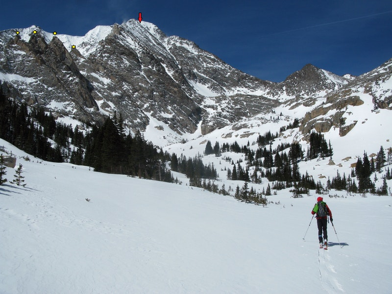 <b>Figure 3:</b> Approaching the upper Fay Lakes basin. The yellow stars indicates the 4 Aces, and the red arrow points to the top of the Northeast Couloir (<a href=javascript:void(0); onClick=win=window.open('https://caic-production.imgix.net/527w3rajs0rildj8kwidrq52xun4?ixlib=php-3.1.0&s=bf69441f4cc7b2d36c7c1f6351400c2f','caic_media','resizable=1,height=820,width=840,scrollbars=yes');win.focus();return false;>see full sized image</a>)