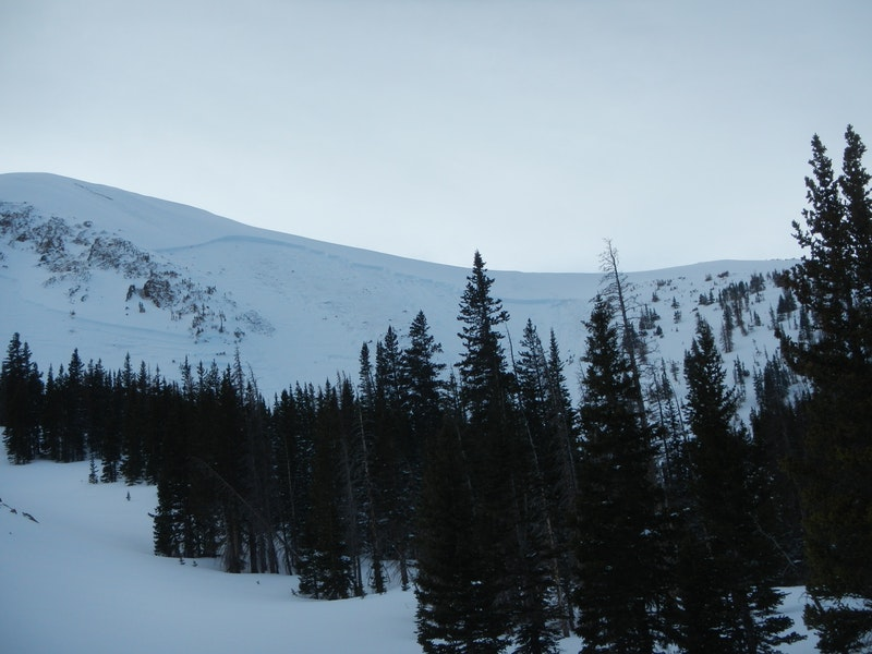 <b>Figure 7:</b> A view of the crown of the avalanche. Ski tracks are visible near the low point of the saddle. (<a href=javascript:void(0); onClick=win=window.open('https://caic-production.imgix.net/5dxipfn14shk6mfsg5uj6atdbvsb?ixlib=php-3.1.0&s=a0efb0e4505e81fb68262007dd08b320','caic_media','resizable=1,height=820,width=840,scrollbars=yes');win.focus();return false;>see full sized image</a>)