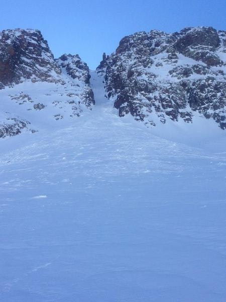 <b>Figure 3:</b> From near the toe of the avalanche, looking up the gully. (<a href=javascript:void(0); onClick=win=window.open('https://caic-production.imgix.net/6kivnuabc7u9nftm3pk74owqvzpx?ixlib=php-3.1.0&s=1de99680a8b9594e0ee6aaff8394bf77','caic_media','resizable=1,height=820,width=840,scrollbars=yes');win.focus();return false;>see full sized image</a>)