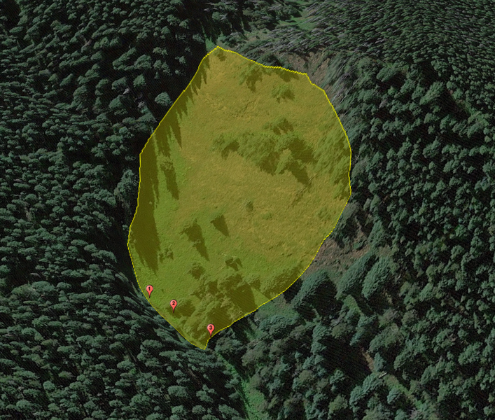 <b>Figure 3:</b> A Google Earth image of the accident site. The approximate boundaries of the avalanche are marked with the yellow polygon. The locations of the snowbike riders after the avalanche are shown with the red markers. (<a href=javascript:void(0); onClick=win=window.open('https://caic-production.imgix.net/7n18xwdxrglgt05ges3enfdlwgxn?ixlib=php-3.1.0&s=9c2950dad859f0c76f3c5166da453274','caic_media','resizable=1,height=820,width=840,scrollbars=yes');win.focus();return false;>see full sized image</a>)