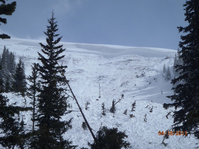 <b>Figure 2:</b> Looking up at the start zone and crown face of the avalanche. Image courtesy of Vail Mountain Rescue Group. (<a href=javascript:void(0); onClick=win=window.open('https://caic-production.imgix.net/8kvpkljvalh2si5kps8uvolh8tzl?ixlib=php-3.1.0&s=e20a4e8b9a7bb9840434f02a5adcee32','caic_media','resizable=1,height=820,width=840,scrollbars=yes');win.focus();return false;>see full sized image</a>)