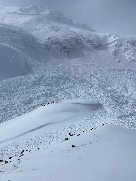 <b>Figure 10:</b> A large scale shot of the avalanche that we witnessed above Commodore Basin. (<a href=javascript:void(0); onClick=win=window.open('https://caic-production.imgix.net/8v41mum9ax1hwvumu0lvafevqars?ixlib=php-3.1.0&s=a604366de5a661902515f42930e8d824','caic_media','resizable=1,height=820,width=840,scrollbars=yes');win.focus();return false;>see full sized image</a>)