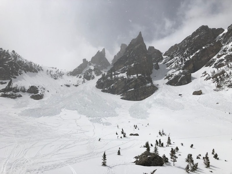 <b>Figure 4:</b> Dead Elk (left) and Dragontail Couloir (right) and avalanche debris 20190511 (<a href=javascript:void(0); onClick=win=window.open('https://caic-production.imgix.net/9hj9lcigeyys4l8ezfcjs4qurud4?ixlib=php-3.1.0&s=9c1e8e6ff672d8f00be2f25fbe75b273','caic_media','resizable=1,height=820,width=840,scrollbars=yes');win.focus();return false;>see full sized image</a>)