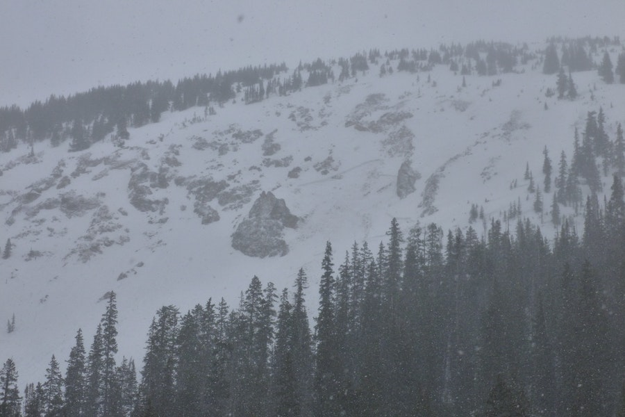 <b>Figure 1:</b> Wet slab avalanche that was possibly triggered by a rider sometime between 4/10 and 4/14. This avalanche occurred on a west or northwest aspect. (<a href=javascript:void(0); onClick=win=window.open('https://caic-production.imgix.net/9sfju54zjn6zmzrxsazkq7gcewou?ixlib=php-3.1.0&s=0db1b8e7aa0aa19e5eafcc704ee79d00','caic_media','resizable=1,height=820,width=840,scrollbars=yes');win.focus();return false;>see full sized image</a>)