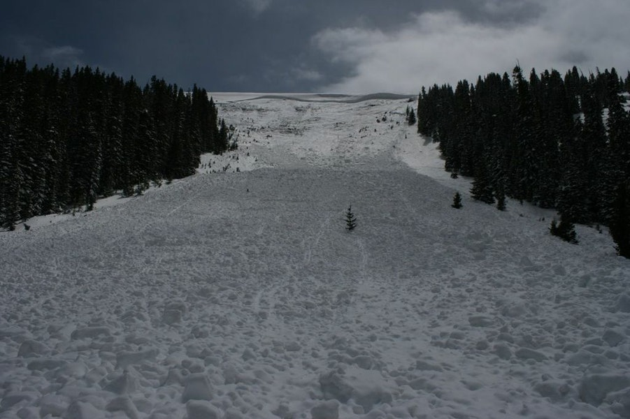 <b>Figure 16:</b> View of the upper portion of the avalanche from part way down the debris. Image courtesy of Dale Atkins (<a href=javascript:void(0); onClick=win=window.open('https://caic-production.imgix.net/adm7wunwr8zfzr4lhb30ru47mxri?ixlib=php-3.1.0&s=3bbf364f769ba75492a4f96ec61a8fb4','caic_media','resizable=1,height=820,width=840,scrollbars=yes');win.focus();return false;>see full sized image</a>)
