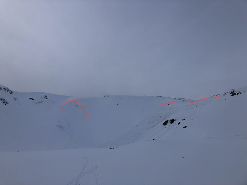 <b>Figure 2:</b> The red lines mark the crown face of the two avalanches. The group of skiers triggered the avalanche on the right and the avalanche on the left release sympathetically. (<a href=javascript:void(0); onClick=win=window.open('https://caic-production.imgix.net/br3k734tdcoj9mp0e9ggv990yg5l?ixlib=php-3.1.0&s=3663086cb0a122be853035d789fd806e','caic_media','resizable=1,height=820,width=840,scrollbars=yes');win.focus();return false;>see full sized image</a>)