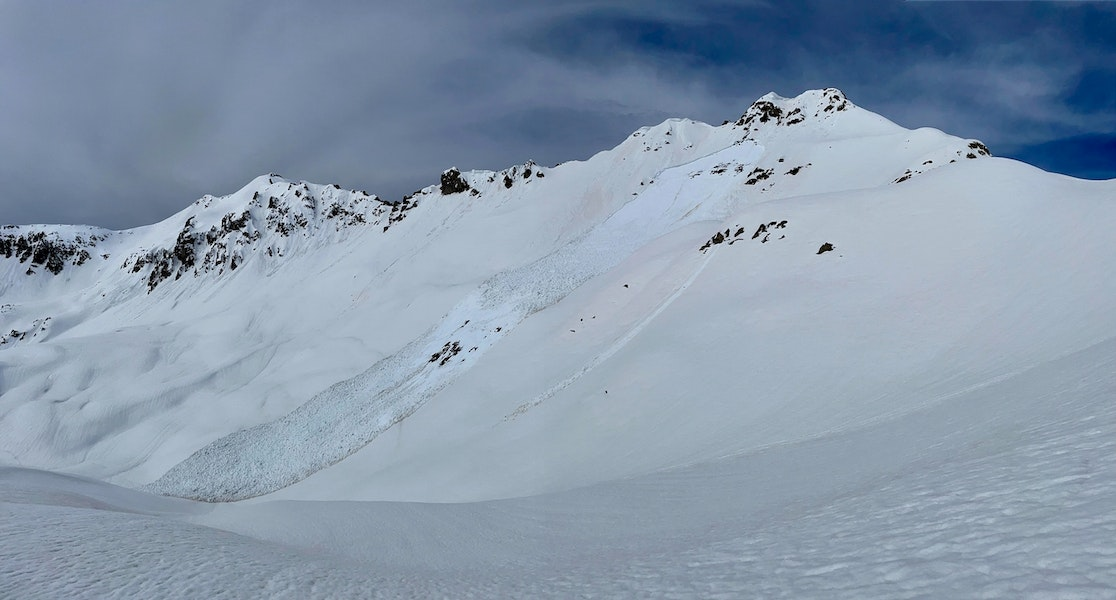 <b>Figure 6:</b> A Wet Slab avalanche ran on on this alpine southeast-facing slope below Pt. 12,104' around 1pm on April 3rd. (<a href=javascript:void(0); onClick=win=window.open('https://caic-production.imgix.net/ca7qq6c337xucick4nap5sdpj01i?ixlib=php-3.1.0&s=c804d2778db76573d7f2bb9f47e4f736','caic_media','resizable=1,height=820,width=840,scrollbars=yes');win.focus();return false;>see full sized image</a>)
