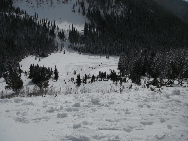 <b>Figure 1:</b> Looking downhill at the toe of the debris and the prominent knoll where Skier A stopped before either avalanche released. (<a href=javascript:void(0); onClick=win=window.open('https://caic-production.imgix.net/ecyc3w1koqtf3ls8oar5kfgf3bg1?ixlib=php-3.1.0&s=d30c488296bee04cb7fed4b6eb4feb12','caic_media','resizable=1,height=820,width=840,scrollbars=yes');win.focus();return false;>see full sized image</a>)