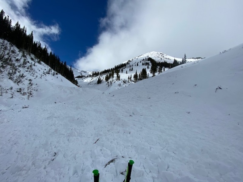 <b>Figure 9:</b> Looking west, up the gully, from the near the toe of the avalanche debris. (<a href=javascript:void(0); onClick=win=window.open('https://caic-production.imgix.net/exw0ig2qxpmvo46xyncd6yu1venj?ixlib=php-3.1.0&s=7af52a61885550b69201ce4bacf51af7','caic_media','resizable=1,height=820,width=840,scrollbars=yes');win.focus();return false;>see full sized image</a>)