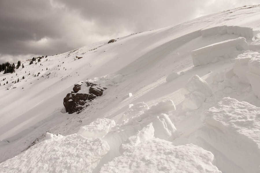 <b>Figure 1:</b> The avalanche propagated east and into Avalanche Bowl. Rider 4 was caught in treed terrain to the skier's left of this image. (<a href=javascript:void(0); onClick=win=window.open('https://caic-production.imgix.net/hfrjwpw6fpozgwda2x8rcn19u0lz?ixlib=php-3.1.0&s=11d0b6f1b2cd2659fefc7f68d3d945b4','caic_media','resizable=1,height=820,width=840,scrollbars=yes');win.focus();return false;>see full sized image</a>)