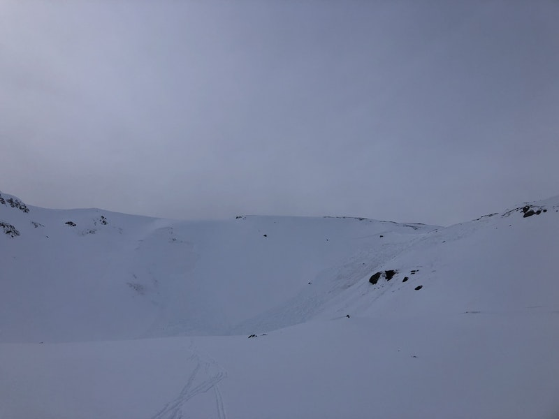 <b>Figure 1:</b> Avalanche accident site. There are two avalanches in the image. The one on the right was triggered by the group as they descended the slope. The one on the left released sympathetically. Debris from the second avalanche overran the debris pile from the first. (<a href=javascript:void(0); onClick=win=window.open('https://caic-production.imgix.net/hgxrtfdztyy8v3i0641qngvvijf0?ixlib=php-3.1.0&s=5a226b410d1b2d9597f718df6191a01d','caic_media','resizable=1,height=820,width=840,scrollbars=yes');win.focus();return false;>see full sized image</a>)