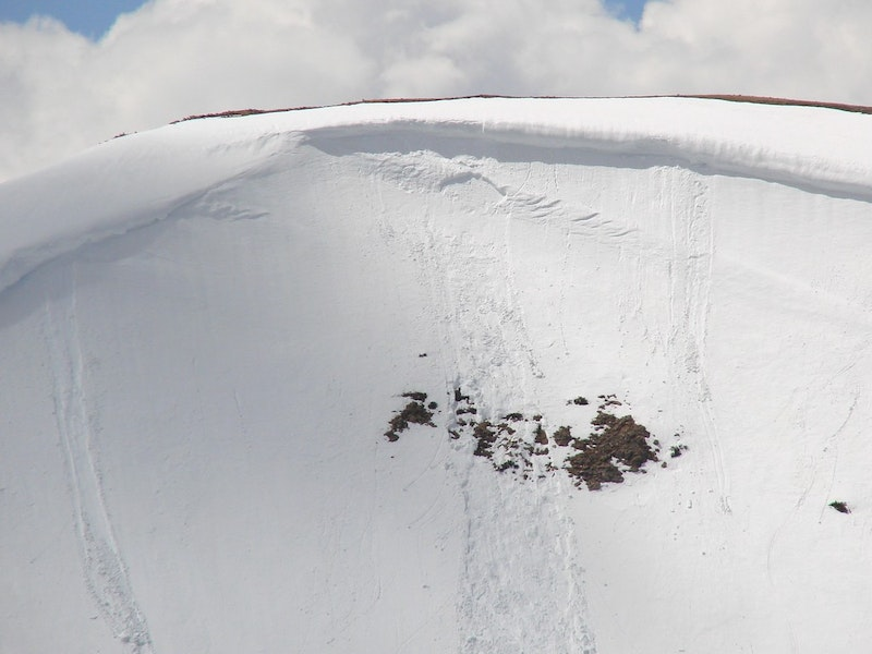 <b>Figure 2:</b> Zoom on cornice fall/wind pillow. (<a href=javascript:void(0); onClick=win=window.open('https://caic-production.imgix.net/id3i8q0oo1xdhg0lx7gs365is0t0?ixlib=php-3.1.0&s=79f862b2124f306cd2fe08b54f8ef217','caic_media','resizable=1,height=820,width=840,scrollbars=yes');win.focus();return false;>see full sized image</a>)