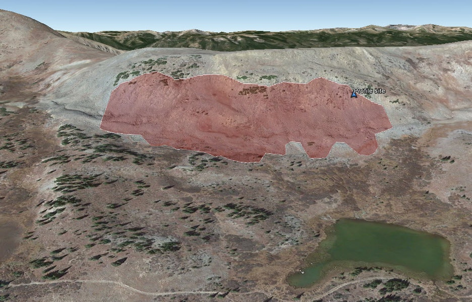 <b>Figure 4:</b> A Google Earth image of the accident site. The red polygon marks the approximate area of the avalanche. (<a href=javascript:void(0); onClick=win=window.open('https://caic-production.imgix.net/jsw51ct256i4j5jpfk0uwmq6v19x?ixlib=php-3.1.0&s=8c3f2a714aa2fe5d01b3d9faca848bf8','caic_media','resizable=1,height=820,width=840,scrollbars=yes');win.focus();return false;>see full sized image</a>)