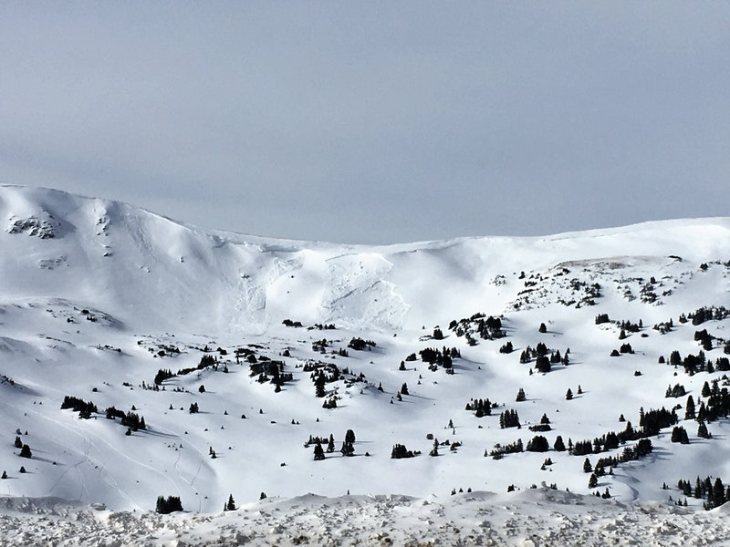 <b>Figure 1:</b> Two natural avalanches above treeline near Loveland Pass, 20 Jan 2019. (<a href=javascript:void(0); onClick=win=window.open('https://caic-production.imgix.net/lbn0544obx9sa121z6gf54p46fxd?ixlib=php-3.1.0&s=77ae93ef42ba3aead2a7169ac74b77a8','caic_media','resizable=1,height=820,width=840,scrollbars=yes');win.focus();return false;>see full sized image</a>)