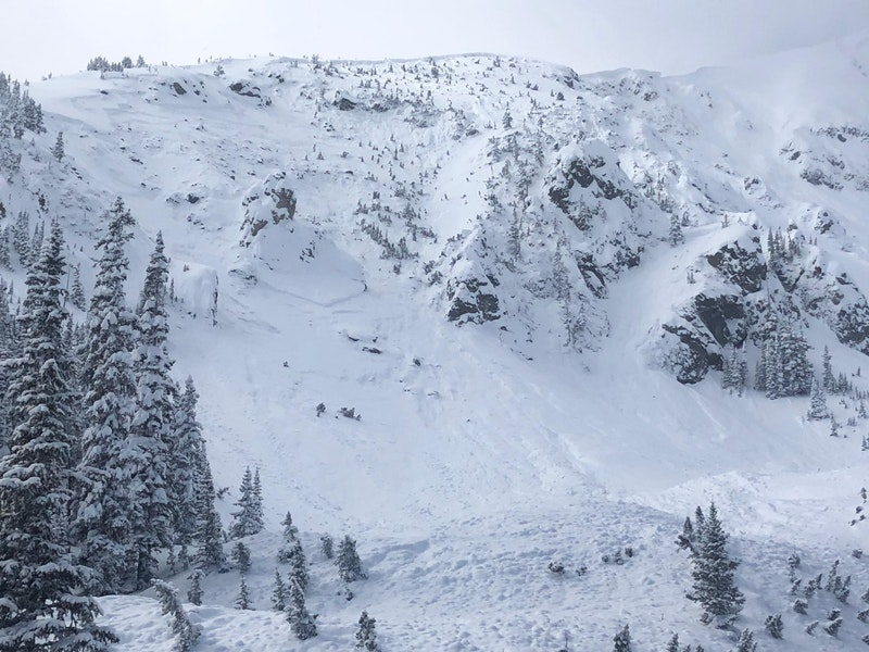 <b>Figure 1:</b> Large natural avalanche on Peak 1 above Frisco. Northeast aspect. March 3, 2019 (<a href=javascript:void(0); onClick=win=window.open('https://caic-production.imgix.net/o03zlt3zdgg2ww6svn6b6c1m71yp?ixlib=php-3.1.0&s=5c59468ffdc56918b299d5a5c81dd805','caic_media','resizable=1,height=820,width=840,scrollbars=yes');win.focus();return false;>see full sized image</a>)