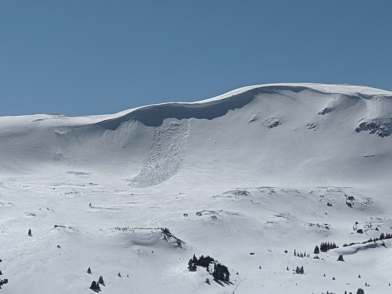 <b>Figure 1:</b> Natural wind slab avalanche on an east aspect above treeline near Loveland Pass. (<a href=javascript:void(0); onClick=win=window.open('https://caic-production.imgix.net/oqsnnuopod7j8ylbjfgj0tl2mglo?ixlib=php-3.1.0&s=73820fb2790e05486277652db698d0e0','caic_media','resizable=1,height=820,width=840,scrollbars=yes');win.focus();return false;>see full sized image</a>)