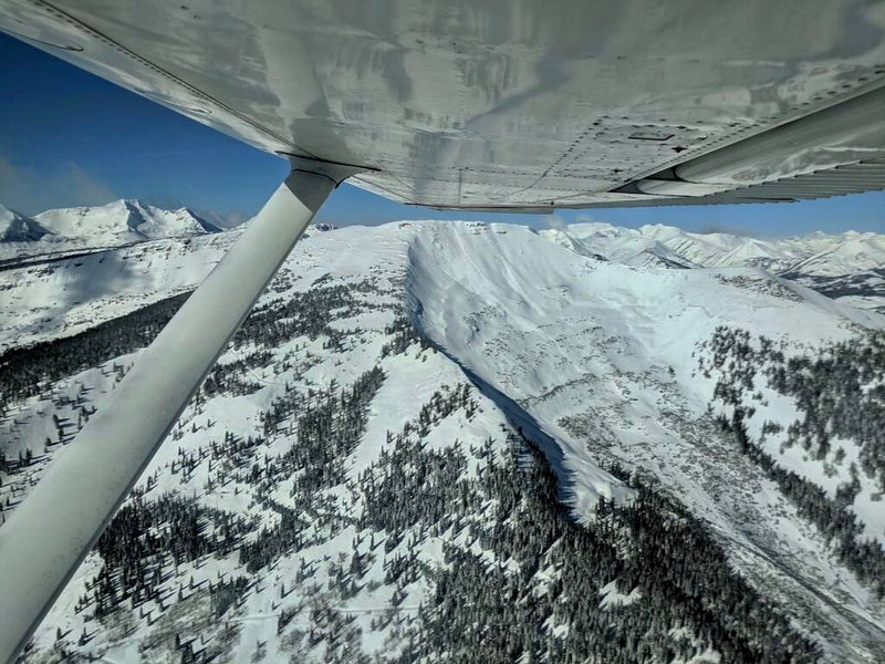 <b>Figure 5:</b> An aerial image of a skier triggered avalanche in Red Lady Bowl on November 25. Photo courtesy of Brock Stai. (<a href=javascript:void(0); onClick=win=window.open('https://caic-production.imgix.net/p9ow58xkmfqyeg9w2d2ush4252at?ixlib=php-3.1.0&s=3c43b2147a9be7cd39f7df6356ec948f','caic_media','resizable=1,height=820,width=840,scrollbars=yes');win.focus();return false;>see full sized image</a>)