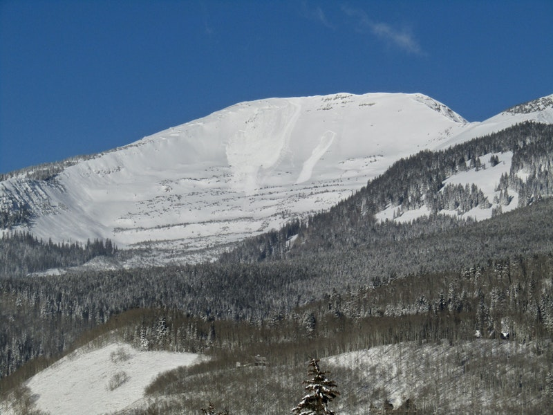 <b>Figure 1:</b> A skier triggered avalanche in Red Lady Bowl as seen from downtown Crested Butte on November 25. This slide is on a southeast aspect, breaking on weak snow below the Thanksgiving Day storm snow. (<a href=javascript:void(0); onClick=win=window.open('https://caic-production.imgix.net/paki12hnm2b0rv01xed5e11728vy?ixlib=php-3.1.0&s=e62936161f7877f9d867572c88e5286a','caic_media','resizable=1,height=820,width=840,scrollbars=yes');win.focus();return false;>see full sized image</a>)