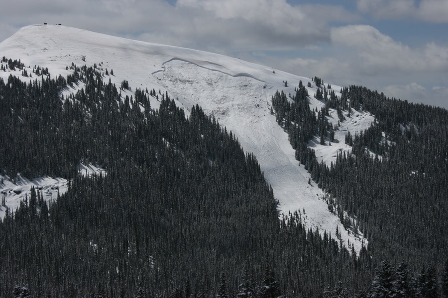 <b>Figure 7:</b> View of the avalanche on the north side of Ptarmigan Hill. Image courtesy of Dale Atkins. (<a href=javascript:void(0); onClick=win=window.open('https://caic-production.imgix.net/pfwmgi4go11vvoubyxp8j2ivhyt2?ixlib=php-3.1.0&s=1dc14ec1fccd6b3b767af20cafea9970','caic_media','resizable=1,height=820,width=840,scrollbars=yes');win.focus();return false;>see full sized image</a>)
