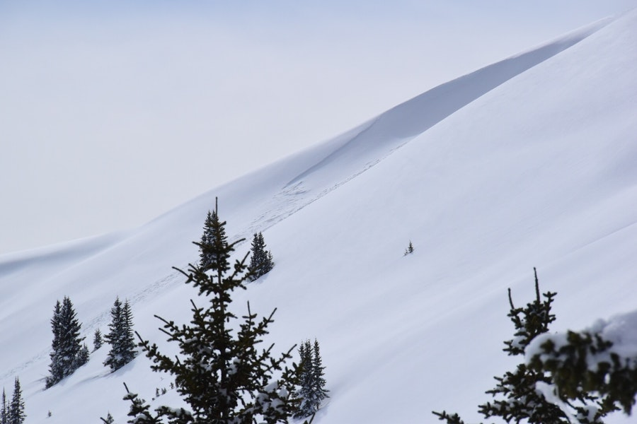 <b>Figure 1:</b> Slab avalanche on east side (east facing aspect) of Resolution Peak.  Approximately 11,800 feet. (<a href=javascript:void(0); onClick=win=window.open('https://caic-production.imgix.net/pxv6m72cnj5zydm86im3nocnryfx?ixlib=php-3.1.0&s=33ba8b0ac585082b5a7648362f1866bc','caic_media','resizable=1,height=820,width=840,scrollbars=yes');win.focus();return false;>see full sized image</a>)