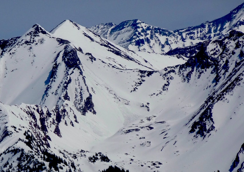 <b>Figure 3:</b> Wet Slab triggered by a loose avalanche on southwest aspect near Avery Peak. Likely ran April 3 or 4. (<a href=javascript:void(0); onClick=win=window.open('https://caic-production.imgix.net/qxjargcx2rvisbajcvy3e7r8othd?ixlib=php-3.1.0&s=1b21db37448aa3bbbf6f1ac97fb1323e','caic_media','resizable=1,height=820,width=840,scrollbars=yes');win.focus();return false;>see full sized image</a>)