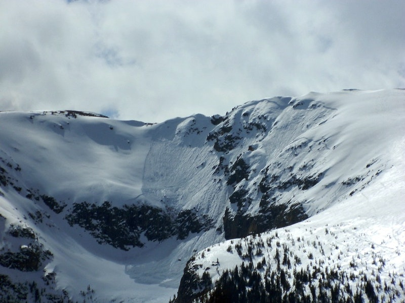 <b>Figure 1:</b> Large wet slab avalanche on Buffalo Mountain. April 27, 2020. Photo: Phil Constantine (<a href=javascript:void(0); onClick=win=window.open('https://caic-production.imgix.net/r8zxk0e7p4mtje6pziqbug221tc3?ixlib=php-3.1.0&s=aa60ee5f056aaab567d9d89c9950de00','caic_media','resizable=1,height=820,width=840,scrollbars=yes');win.focus();return false;>see full sized image</a>)