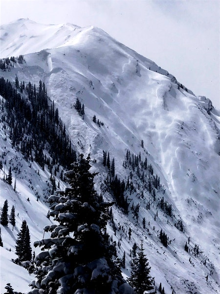 <b>Figure 6:</b> Very large natural avalanche in Maroon Bowl. March 9, 2019 (<a href=javascript:void(0); onClick=win=window.open('https://caic-production.imgix.net/tbczixwpni3dni1rjn6du4mgumdl?ixlib=php-3.1.0&s=92e16f2ddf893966d959bde749eeae82','caic_media','resizable=1,height=820,width=840,scrollbars=yes');win.focus();return false;>see full sized image</a>)