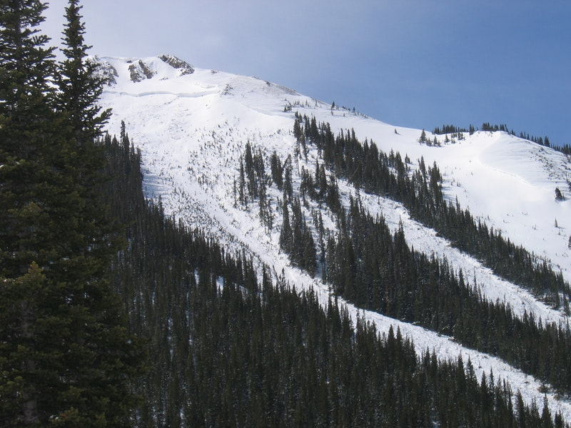 <b>Figure 1:</b> An overview of the avalanche. The crown face of the slide was at least 10 feet deep. (<a href=javascript:void(0); onClick=win=window.open('https://caic-production.imgix.net/u6d0p4fyuzmp65kae1a2tm2yiicp?ixlib=php-3.1.0&s=d7f7f60d8fa813a31f2b127a10160e06','caic_media','resizable=1,height=820,width=840,scrollbars=yes');win.focus();return false;>see full sized image</a>)