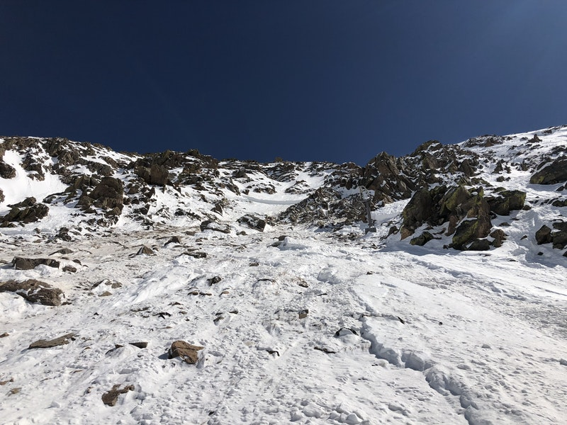 <b>Figure 7:</b> The avalanche broke down into the old snow and then eroded to the ground lower in the path. (<a href=javascript:void(0); onClick=win=window.open('https://caic-production.imgix.net/ugyrf4yg3a7wed1tn2irf5qaoy9r?ixlib=php-3.1.0&s=633ee777a48d04b688c0097e2b82cf1c','caic_media','resizable=1,height=820,width=840,scrollbars=yes');win.focus();return false;>see full sized image</a>)