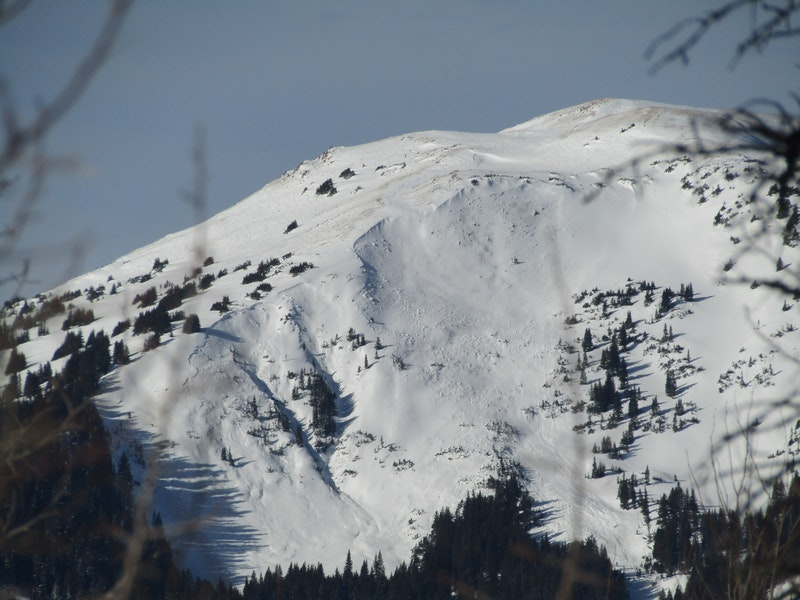 <b>Figure 2:</b> Two natural avalanches on the east face of Haystack. Likely ran overnight 12/8-9 (<a href=javascript:void(0); onClick=win=window.open('https://caic-production.imgix.net/v1d9nzklldr7kg5f57ywytb3j336?ixlib=php-3.1.0&s=9e56d82c4e110de9b89cdddfd6caadba','caic_media','resizable=1,height=820,width=840,scrollbars=yes');win.focus();return false;>see full sized image</a>)