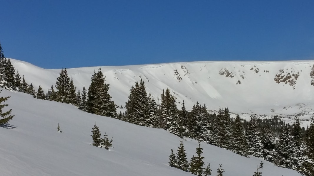 <b>Figure 1:</b> Small natural avalanches in storm snow running on windloaded easterly aspects, SS-N-R2D1.5-S on 3/23/15. (<a href=javascript:void(0); onClick=win=window.open('https://caic-production.imgix.net/v6gc2xvj5u9evhrlgzfhw11bexev?ixlib=php-3.1.0&s=c7035775271d3ae905161e2292dbc68f','caic_media','resizable=1,height=820,width=840,scrollbars=yes');win.focus();return false;>see full sized image</a>)