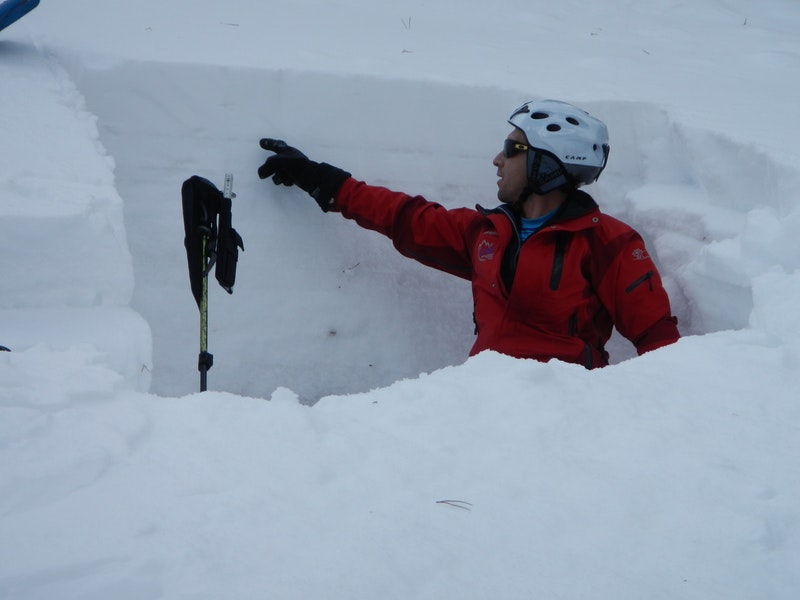 <b>Figure 8:</b> A CAIC forecaster points to the surface hoar layer in a snow profile at the crown face of the avalanche. (<a href=javascript:void(0); onClick=win=window.open('https://caic-production.imgix.net/vjvsemuxuxpnyzmfof9qgpceflpa?ixlib=php-3.1.0&s=2377645045752b3688fbd5ce80a6d9e5','caic_media','resizable=1,height=820,width=840,scrollbars=yes');win.focus();return false;>see full sized image</a>)