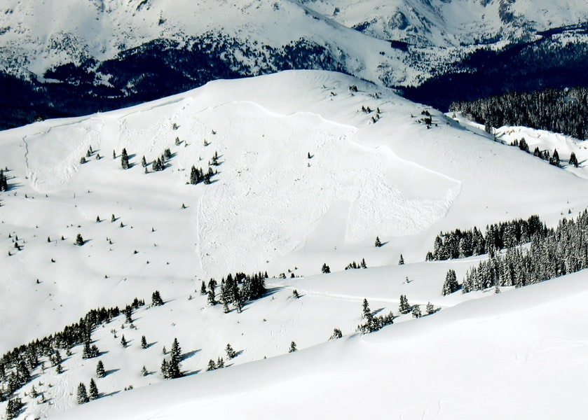 <b>Figure 1:</b> Slide(s) observed 1/25/10 on East face of Resolution Mountain from Machine Gun Ridge. Likely natural, though possible remote trigger by skiers in the area of Fowler Hilliard Hut. Actually three separate slides without a contiguous crown, total width of three slides was 1,500 feet, longest running of 3 slides was approx 1,200 feet. Distance was too great to discern crown depth with any accuracy, but all slides appeared to run on a uniform bed surface w/out stepping down to deeper layers. (<a href=javascript:void(0); onClick=win=window.open('https://caic-production.imgix.net/vybm0oao73d1tarw9nwz055zjxoj?ixlib=php-3.1.0&s=d356ccb48f9f4c6cc379840a7113244f','caic_media','resizable=1,height=820,width=840,scrollbars=yes');win.focus();return false;>see full sized image</a>)