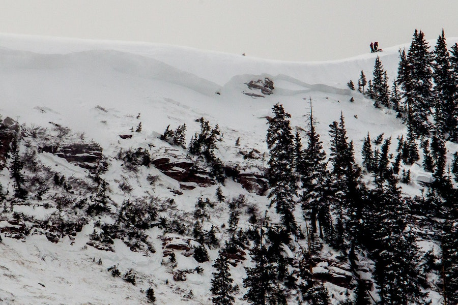 <b>Figure 5:</b> A view of the avalanche in the East Vail backcountry. Note skiers on the ridgeline for scale. (<a href=javascript:void(0); onClick=win=window.open('https://caic-production.imgix.net/w3scuvcwfer3z1o81dsxrazrijn3?ixlib=php-3.1.0&s=406c7ca81d9c5cb7b1aec8fcc672b590','caic_media','resizable=1,height=820,width=840,scrollbars=yes');win.focus();return false;>see full sized image</a>)