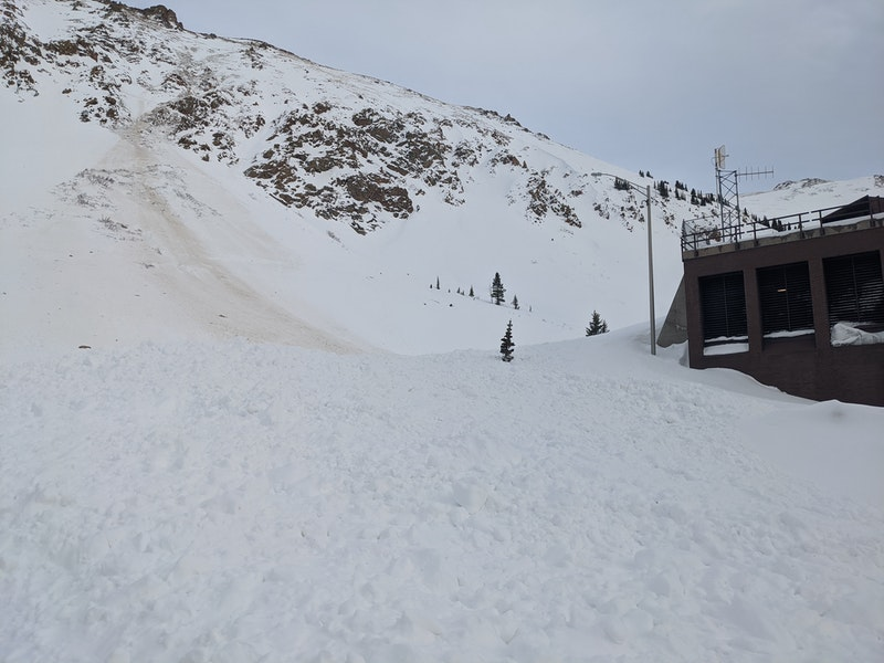 <b>Figure 1:</b> Overview of a snowboarder triggered avalanche near the west portal of Eisenhower Tunnel, 25 March 2020. (<a href=javascript:void(0); onClick=win=window.open('https://caic-production.imgix.net/wykkxsh393irin8fn49gt6jdy7xd?ixlib=php-3.1.0&s=777bd12d5691900952c043df02c37628','caic_media','resizable=1,height=820,width=840,scrollbars=yes');win.focus();return false;>see full sized image</a>)