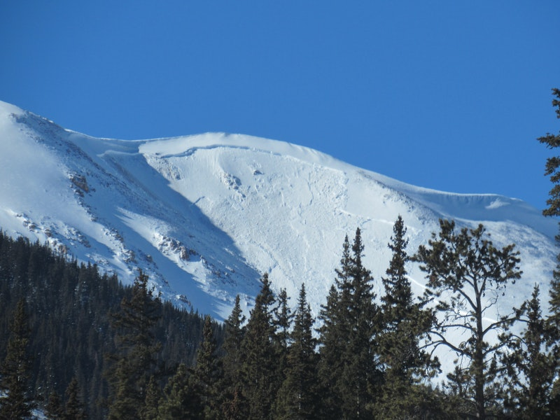 <b>Figure 1:</b> A very large snowmobiler-triggered avalanche near Jones Pass on 1/8/21 (<a href=javascript:void(0); onClick=win=window.open('https://caic-production.imgix.net/xd2rze4ld859wqq2rfm5lpih1i4t?ixlib=php-3.1.0&s=2594fb634c53f26675f77dbb666e6e63','caic_media','resizable=1,height=820,width=840,scrollbars=yes');win.focus();return false;>see full sized image</a>)