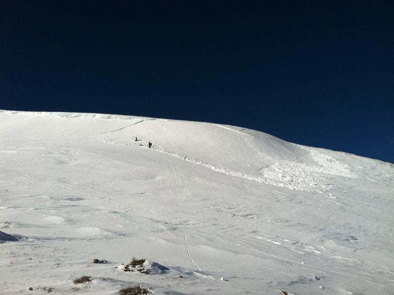 <b>Figure 3:</b> the aftermath.  Skier 1's highpoint was just below at the v shape of the crown (<a href=javascript:void(0); onClick=win=window.open('https://caic-production.imgix.net/xn509uuwohjiffzcrkw3usab79nl?ixlib=php-3.1.0&s=d4a31fcfc252fa3a6edf6c9476be604b','caic_media','resizable=1,height=820,width=840,scrollbars=yes');win.focus();return false;>see full sized image</a>)