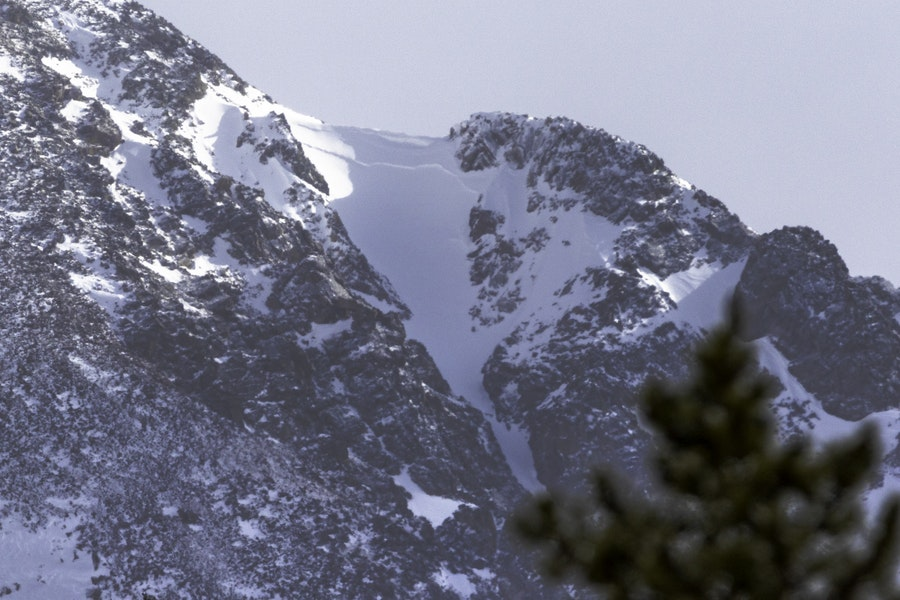 <b>Figure 5:</b> An image of the avalanche crown taken on the afternoon on April 15, the day of the accident. The skier's regroup point is on the left side of the couloir near the sun/shade line (Image Greg Hansen). (<a href=javascript:void(0); onClick=win=window.open('https://caic-production.imgix.net/xr14nxzpnrqy020nmkx5tcggtbcn?ixlib=php-3.1.0&s=16c6e4bc9511299afff312416a2c59dd','caic_media','resizable=1,height=820,width=840,scrollbars=yes');win.focus();return false;>see full sized image</a>)
