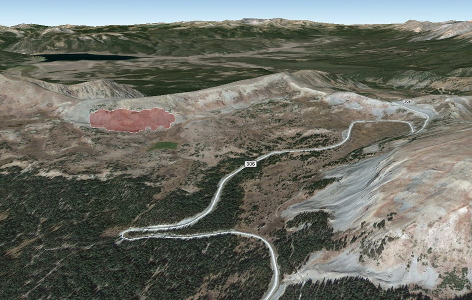 <b>Figure 5:</b> A Google Earth image of the accident site. The red polygon marks the approximate area of the avalanche. (<a href=javascript:void(0); onClick=win=window.open('https://caic-production.imgix.net/xyxot5j4zpvgu6lz3fhijk3pv4gn?ixlib=php-3.1.0&s=295ba002cc28022ace32cee04d9d0262','caic_media','resizable=1,height=820,width=840,scrollbars=yes');win.focus();return false;>see full sized image</a>)