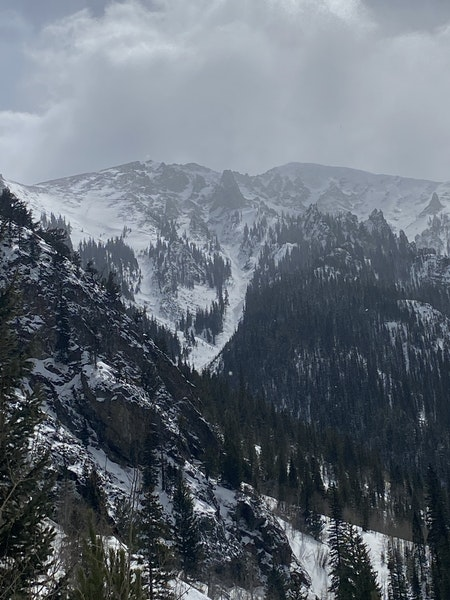 <b>Figure 3:</b> Avalanche observed from a distance in West Curtain, between Peak 1 and Victoria. NW aspect ~11,000 ft. (<a href=javascript:void(0); onClick=win=window.open('https://caic-production.imgix.net/y7wdw3ememn91q8akd01dxwulep4?ixlib=php-3.1.0&s=319ee19dd55628123b0b688f18d13f9c','caic_media','resizable=1,height=820,width=840,scrollbars=yes');win.focus();return false;>see full sized image</a>)